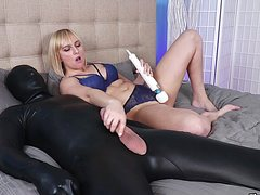 Тетка мастурбирует через трусики письку и дрочит член