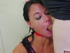 С веревкой на шее трахает подругу озабоченный