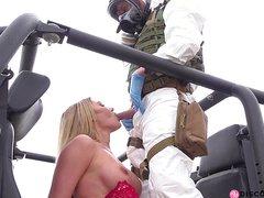Грудастая шлюшка трахнулась стоя в очко с солдатом