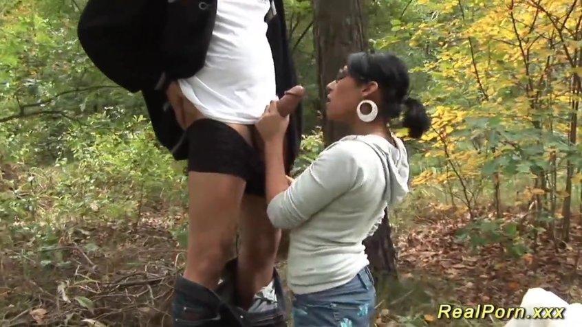 Трахнул на дереве женщин модели